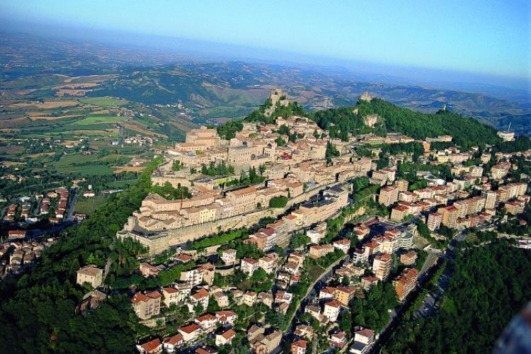 サンマリノ 城 に対する画像結果