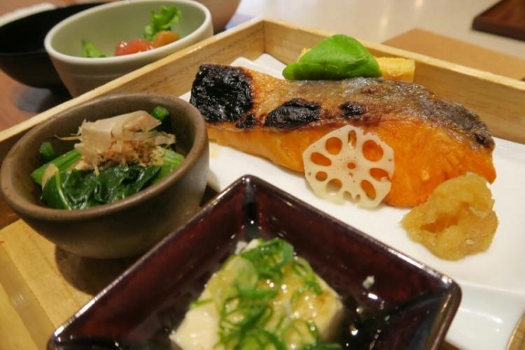 とびっきりおいしいグルメを堪能できる日本の空港&レストラン20選