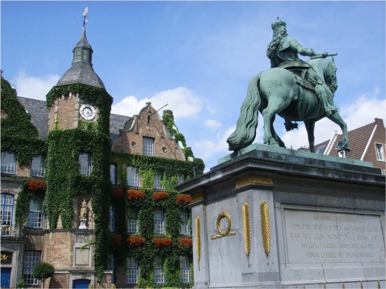 """【ドイツ】デュッセルドルフの観光名所""""世界一美しい並木道""""が素敵すぎる!"""