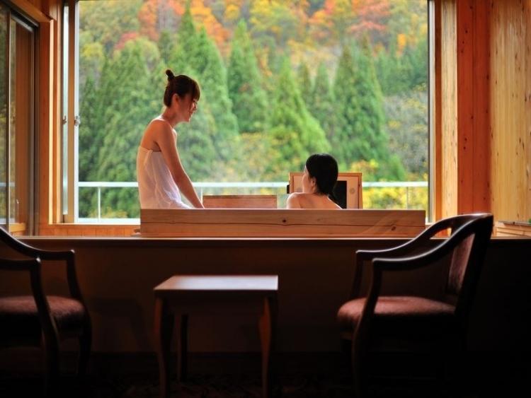 【山形】有名温泉地で秋の自然に浸る紅葉露天の宿5選