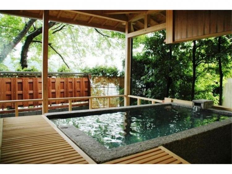 【京都】秋の嵐山や天橋立観光で泊まりたい、府内各地の紅葉露天の宿5選