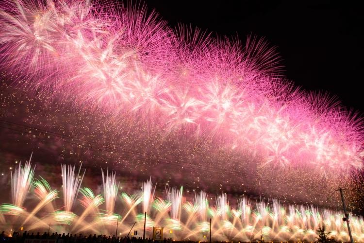 【秋田】日本一の花火師を決める「大曲の花火」観光の基本ガイド