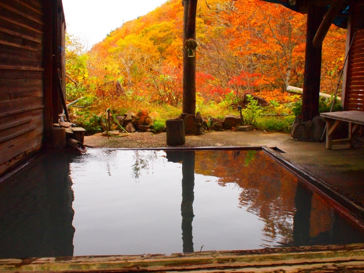 【福島】良い湯、良い景色に浸る県内各地の紅葉露天の宿5選