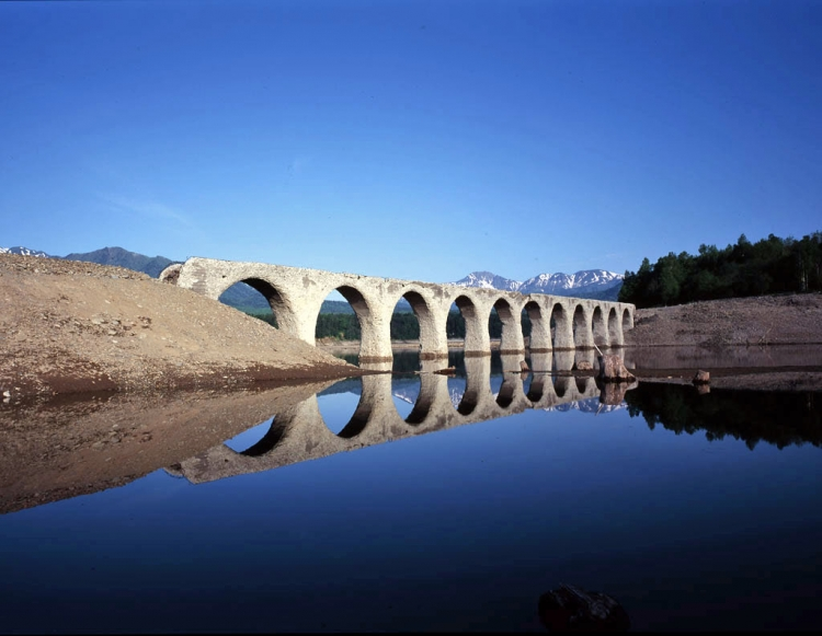 【北海道】本当に幻になるかも! 糠平湖のタウシュベツ橋梁見どころガイド