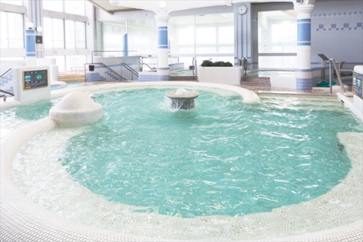 【香川】温泉やプール、マリンスポーツもできるスパリゾート「クアタラソさぬき津田」(割引あり)